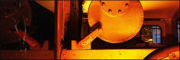 Kleinlokomotive vor der Kunsthalle am Zollhafen