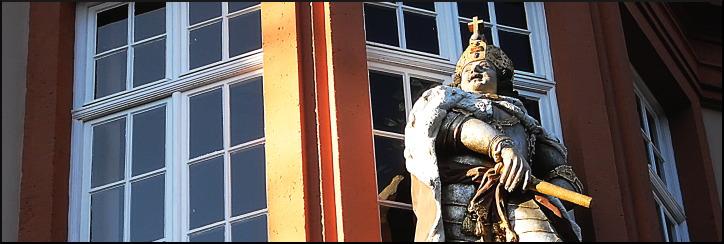 """Figur Kaiser Karls VI., Haus """"Zum Römischen Kaiser"""""""