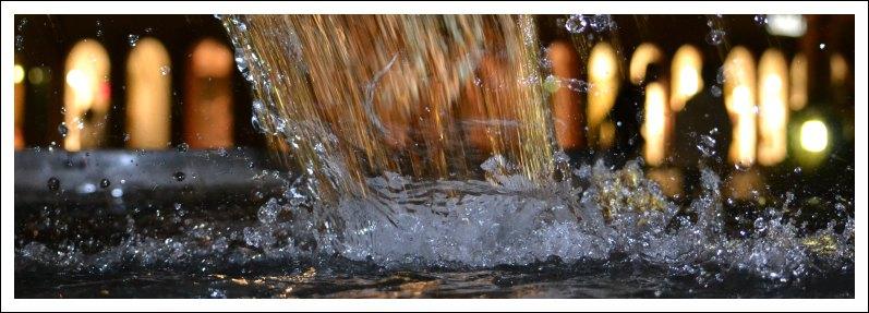 Das Bild zeigt den Maskenbrunnen