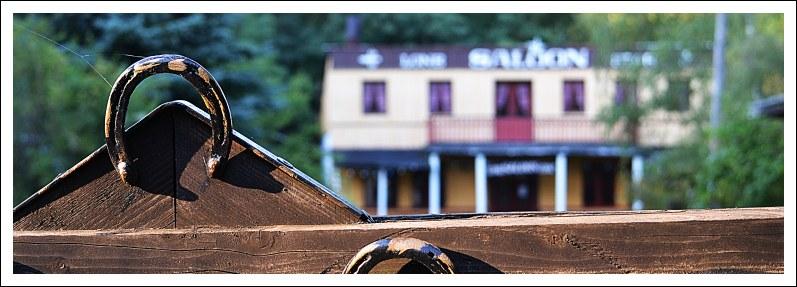 Saloon hinter Hufeisen
