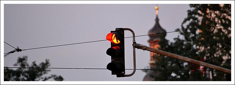 Das Bild zeigt eine rote Ampel auf der Großen Bleiche