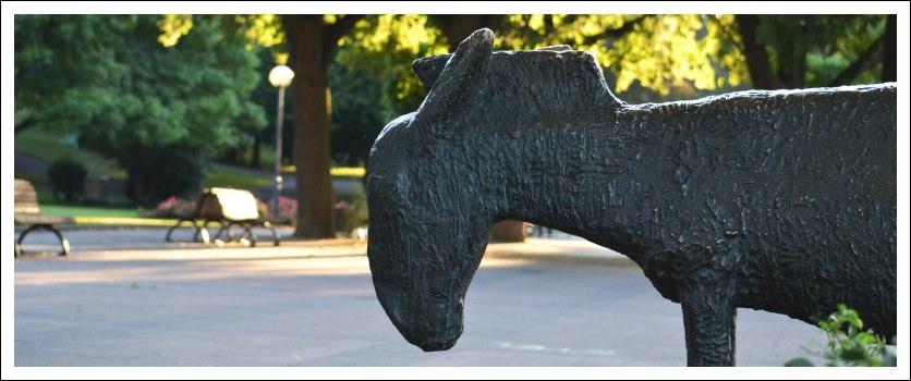 Das Foto zeigt den Kopf der Esels-Skulptur von Philipp Harth