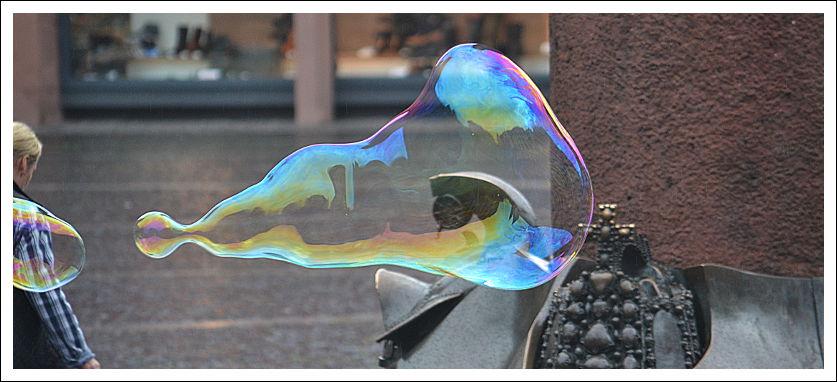 Das Bild zeigt eine Seifenblase